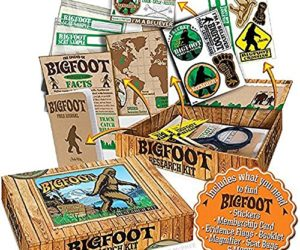 "61QcC kJHDL 300x250 - Archie McPhee Accoutrements Bigfoot Sasquatch Outdoor Research Kit Novelty Gift, Multicolored, 7"" x 5"" x 1-1/2"""
